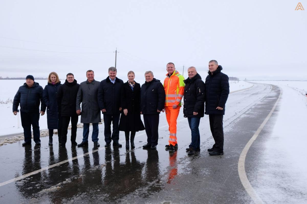 В Октябрьском районе построили две автомобильные дороги
