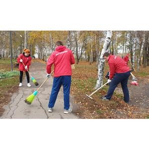 «Молодежка ОНФ» провела генуборку Аллеи Героев в Воронежской области