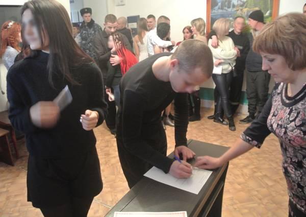 В кузбасской колонии в один день зарегистрировали 10 браков
