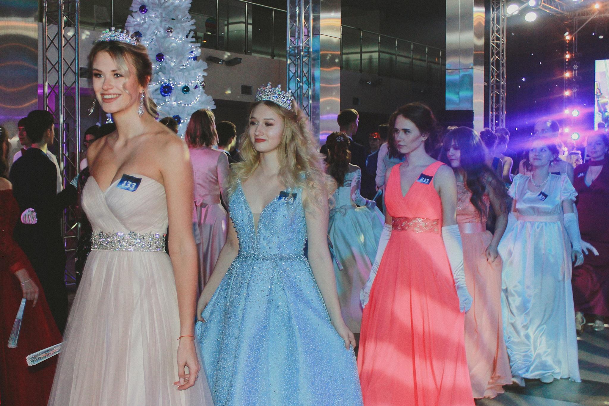 В НИУ МГСУ состоялся Молодёжный бал «Сон в рождественскую ночь»