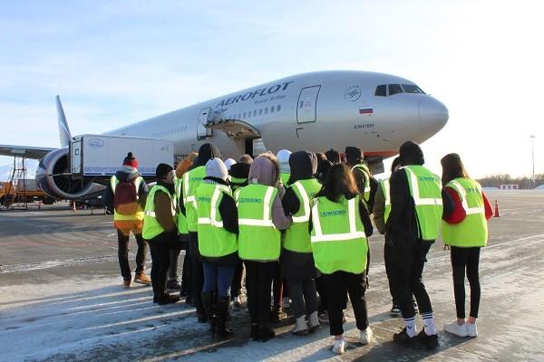 Школьники познакомились с работой аэропорта Камчатки в ходе акции ОНФ