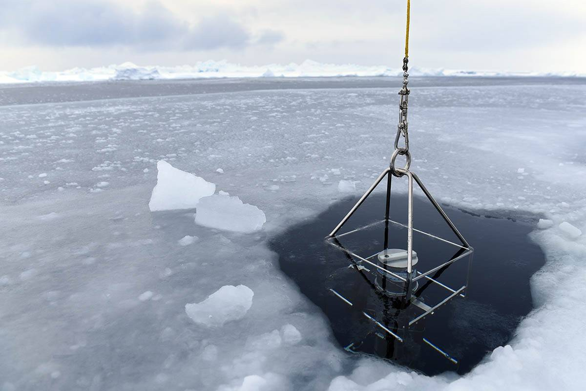 Исследования океана вдали от ледяного лагеря