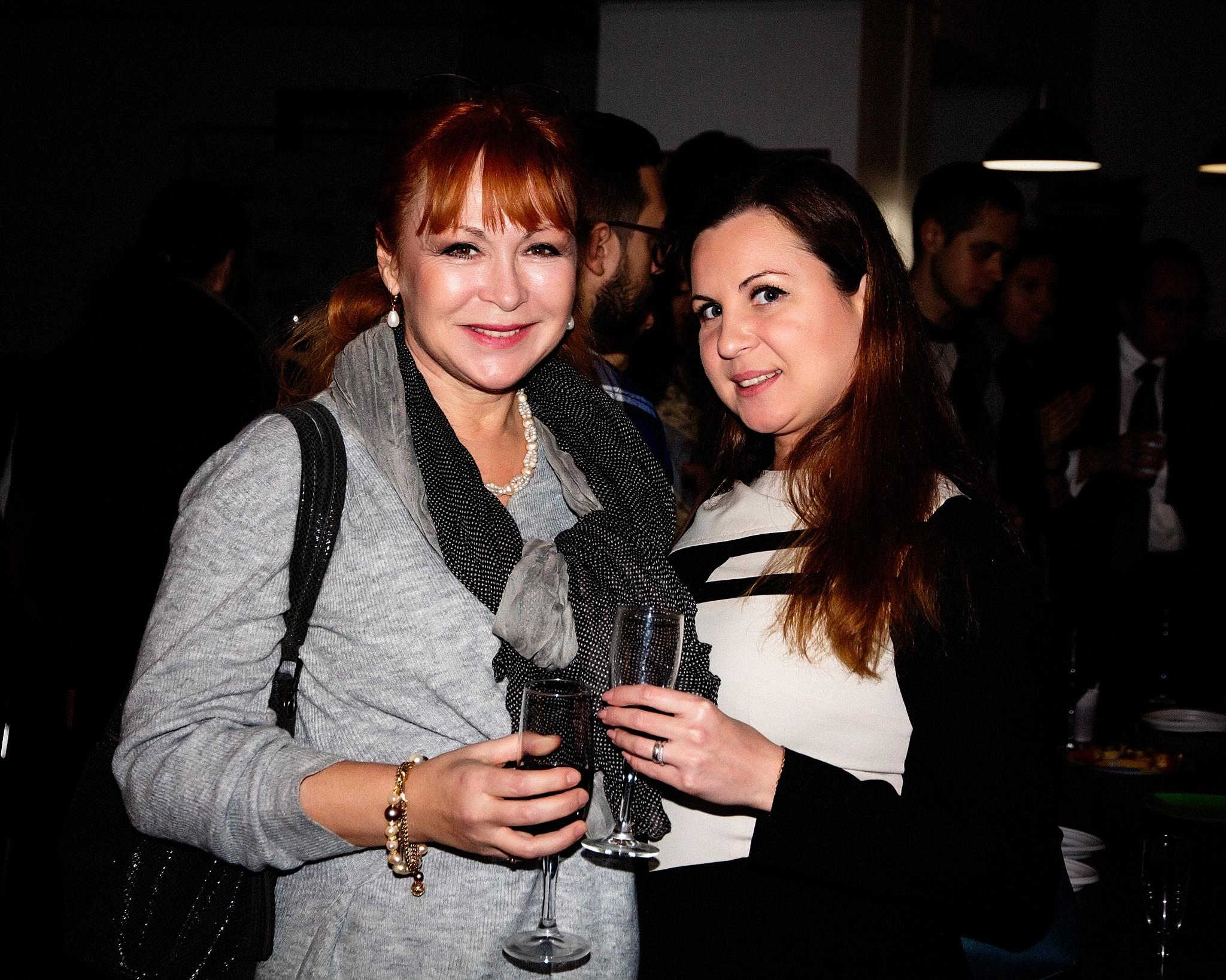 Елена Стародуб с подругой.