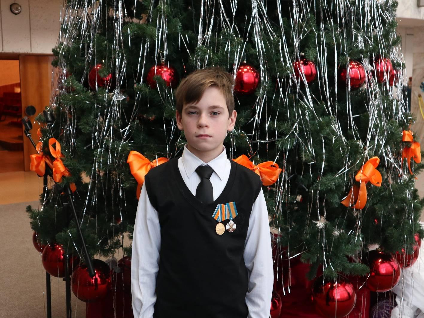 Юному герою из Томской области вручили награду за проявленное мужество