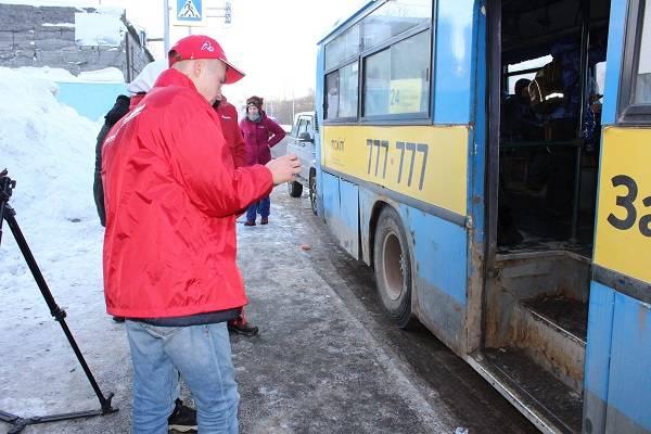 Участники «Молодёжки ОНФ» проверяют состояние пассажирских автобусов