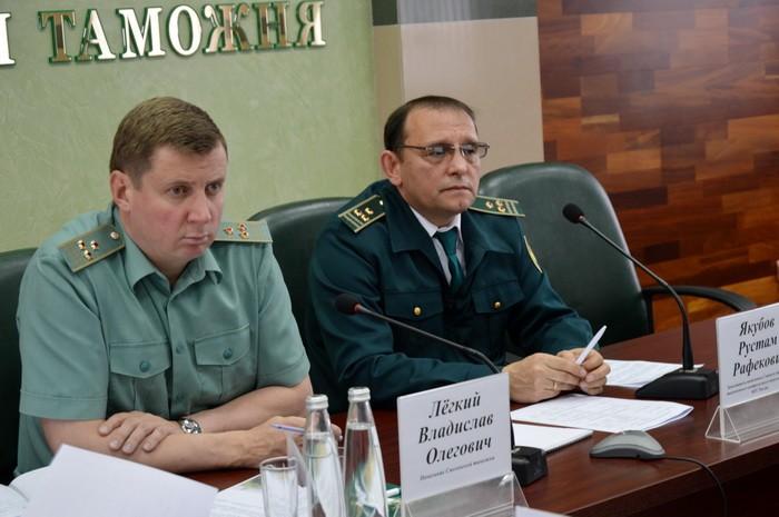 Заместитель начальника ГУТКПВТ ФТС России посетил Смоленскую таможню