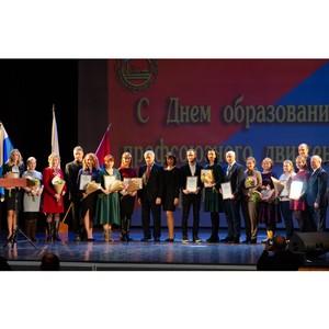 Уральцев поздравили с Днем образования профсоюзного движения в СО