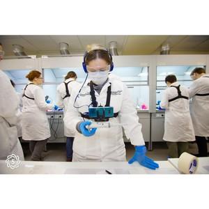 Финалисты Олимпиады НТИ синтезировали квантовые точки руками аватаров
