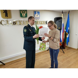 Ярославские таможенники поздравили женский коллектив с 8 Марта
