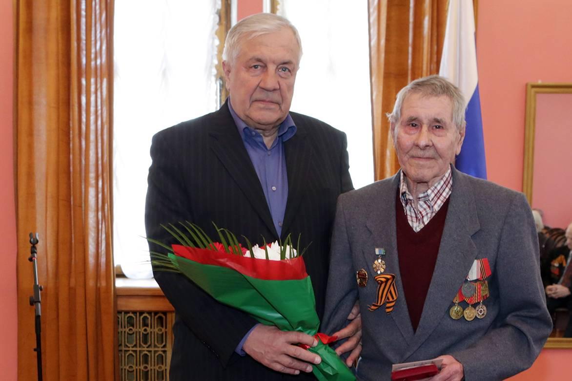 Ветеранам УВЗ торжественно вручают медали «75 лет Победы в ВОВ »