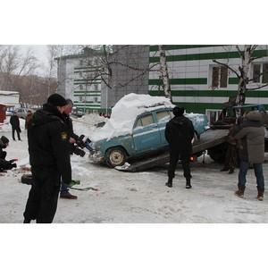 Судебные приставы эвакуировали старые автомобили со двора жилого дома