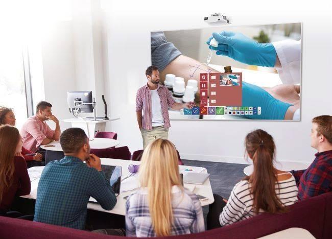 Использование проекторов в переговорных комнатах достаточно актуально