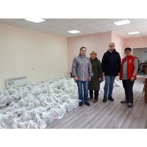 В Коми участники акции #МыВместе раздали продуктнаборы пенсионерам
