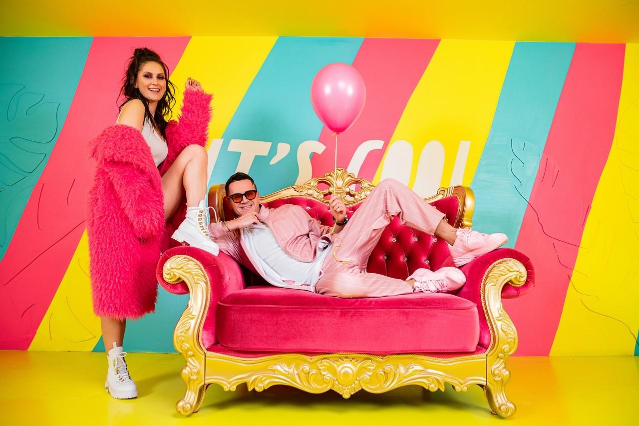 Продюсерская компания M-productions представила клип «Розовый айфон»