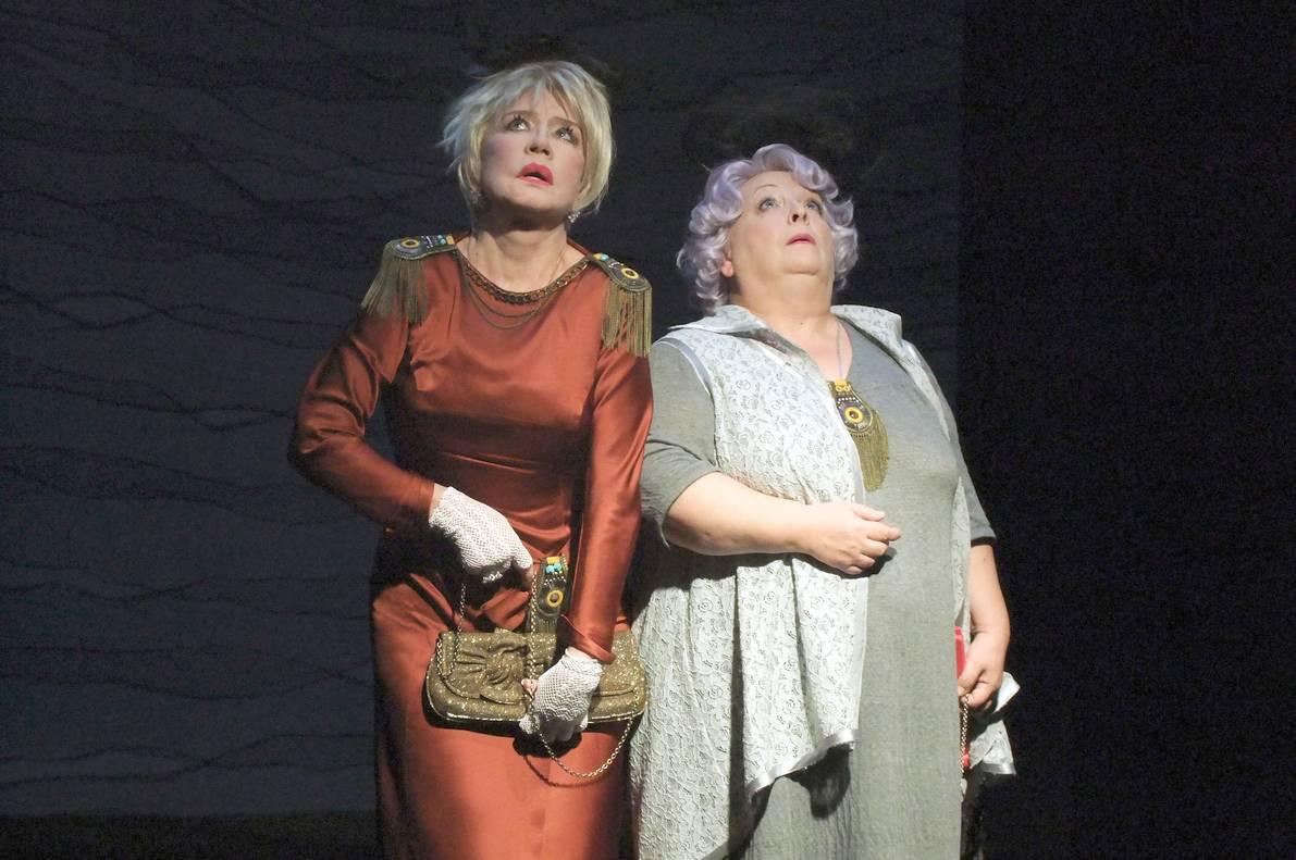 Онлайн-трансляция спектакля «Две дамочки в сторону севера» 20 мая