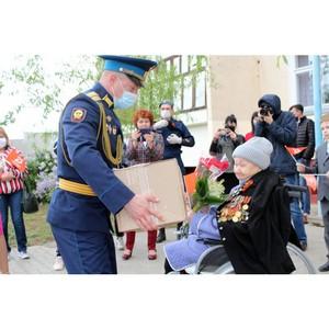 Активисты ОНФ подарили ветеранам праздничные продуктовые наборы