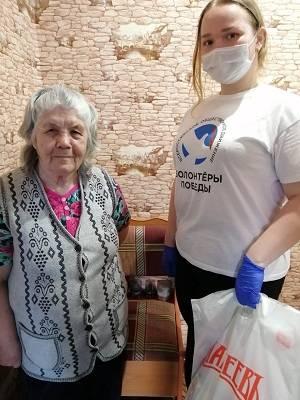Волонтеры г. Елабуга с фондом «Махеев» дарят подарки ветеранам ВОВ