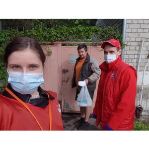 Воронежцы получают от волонтеров акции #МыВместе бесплатные маски