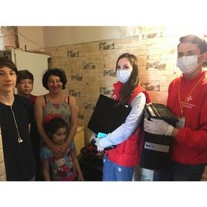 Активисты ОНФ вручили компьютер многодетной семье в Волгограде