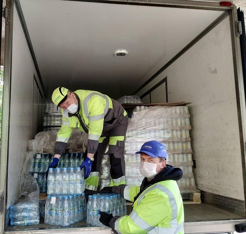 «Пивзавод «Южная Заря 1974»» передал 7000 бутылок воды двум больницам