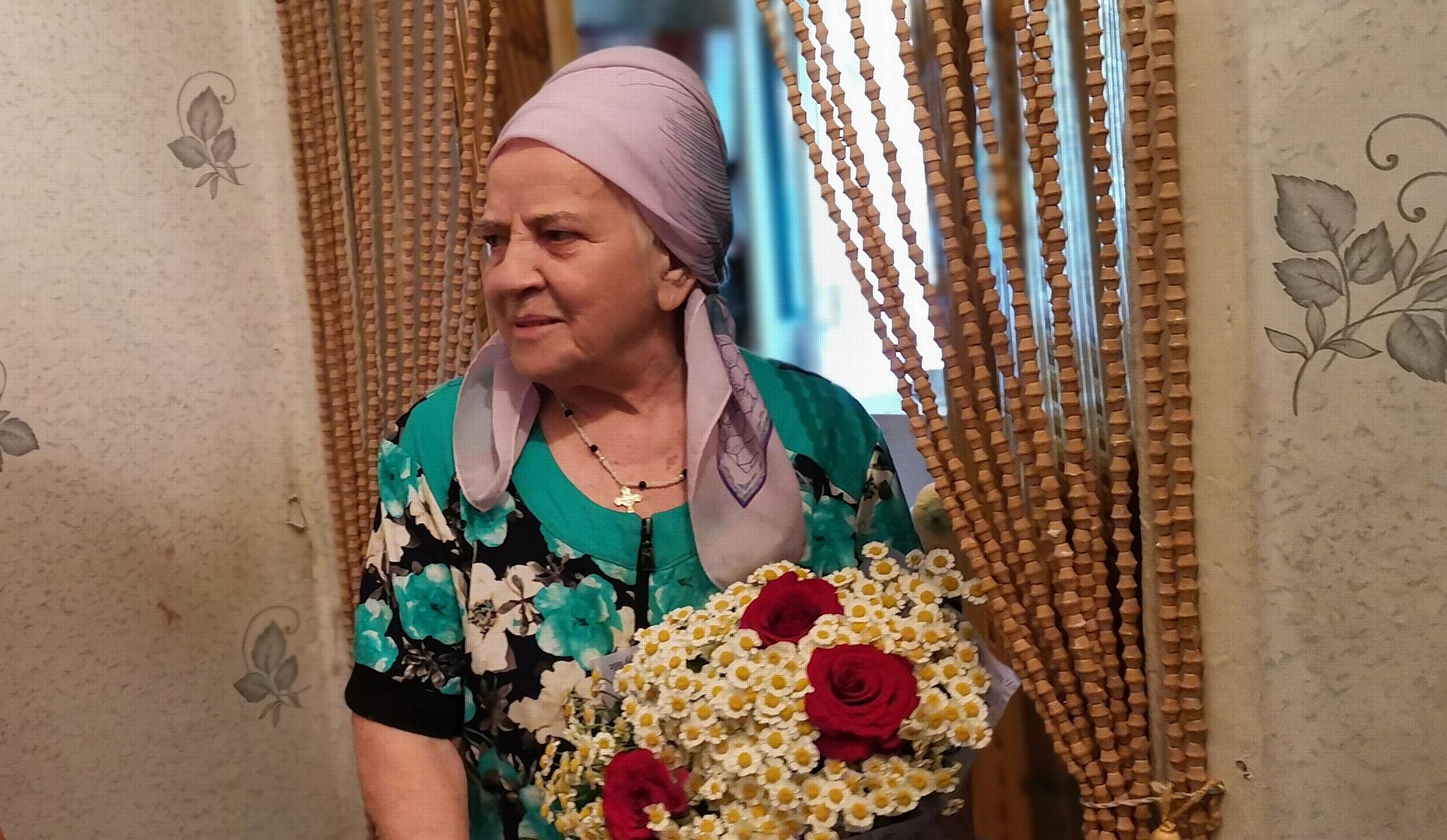 Активисты ОНФ в КБР поздравили медсестру-ветерана с Днем медика