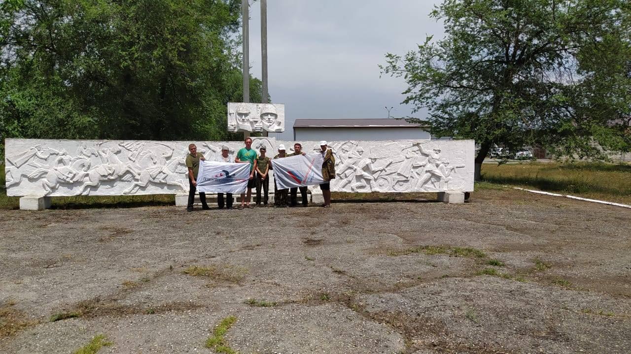 Активисты ОНФ в КБР провели субботник в местах воинских захоронений