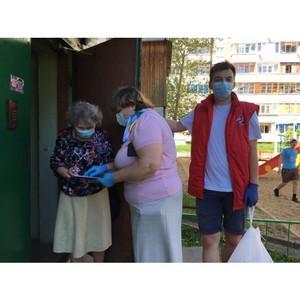 Волонтеры #МыВместе в Коми передали продукты нуждающимся пенсионерам