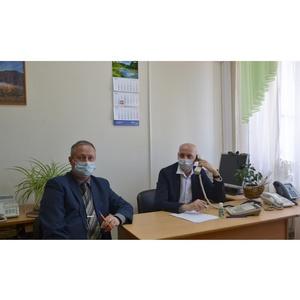 Председатель челябинского Общественного совета провел «горячую линию»