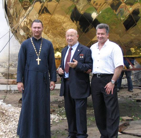 В Свято-Андреевском храме установили колокол в честь Алексея Леонова