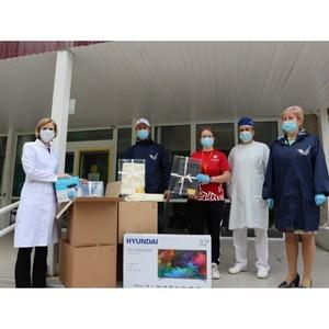 Участники акции #МыВместе в Коми передали медикам больниц подарки
