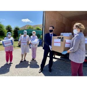 Волонтеры #МыВместе передали средства защиты в Октябрьскую больницу