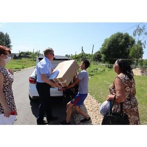 В Мордовии многодетной семье подарили компьютер и продуктовые наборы