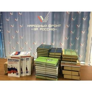 Активисты Народного фронта передали сотни книг библиотекам в Коми