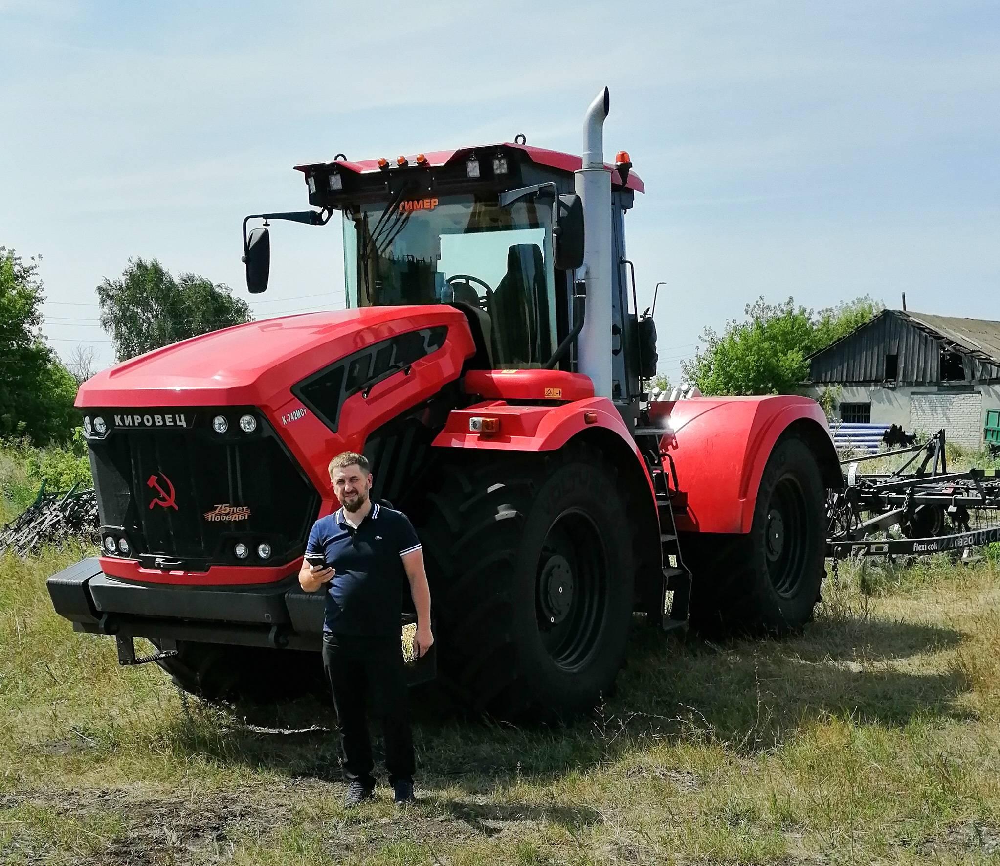 В хозяйстве Бирюкова порядка 80 единиц современной сельхозтехники. Старого фонда уже нет.