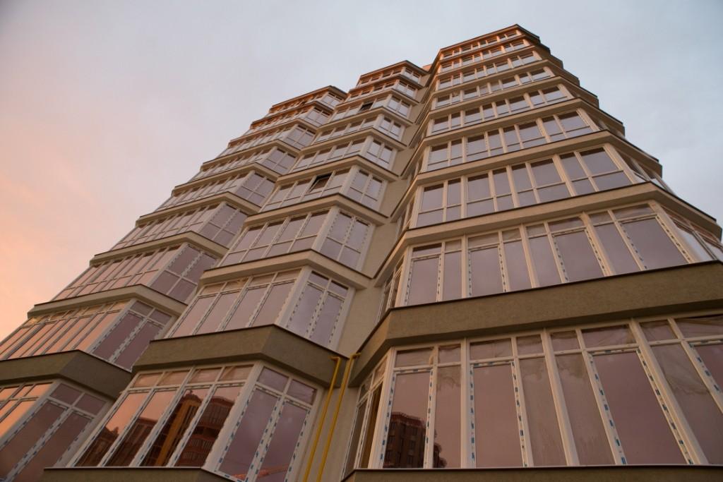 Партнёр Deceuninck остеклил жилой дом класса комфорт в Иваново