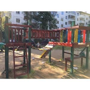 ОНФ в Коми добился ремонта опасной детской площадки в Сыктывкаре