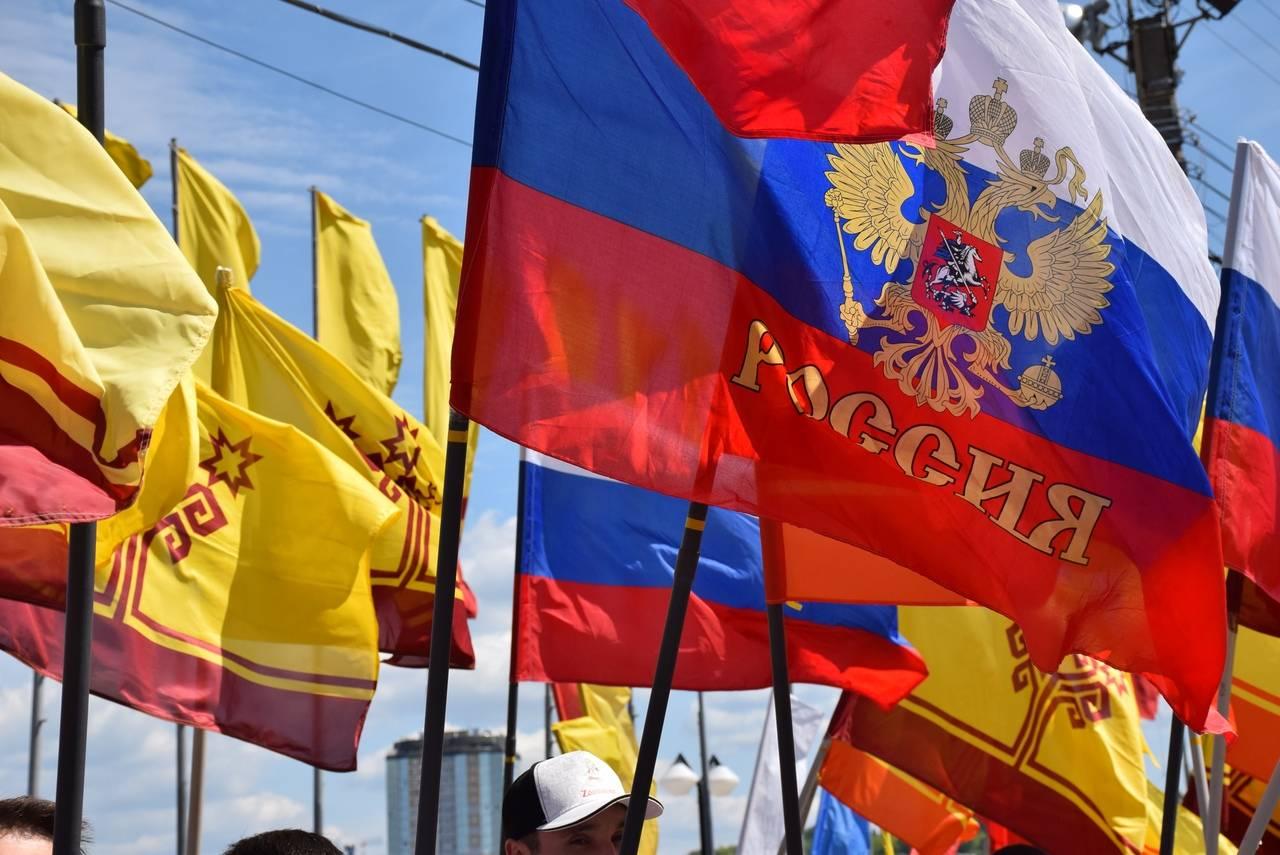 """Фотовыставка """"Многонациональная Чувашия под флагом России"""""""