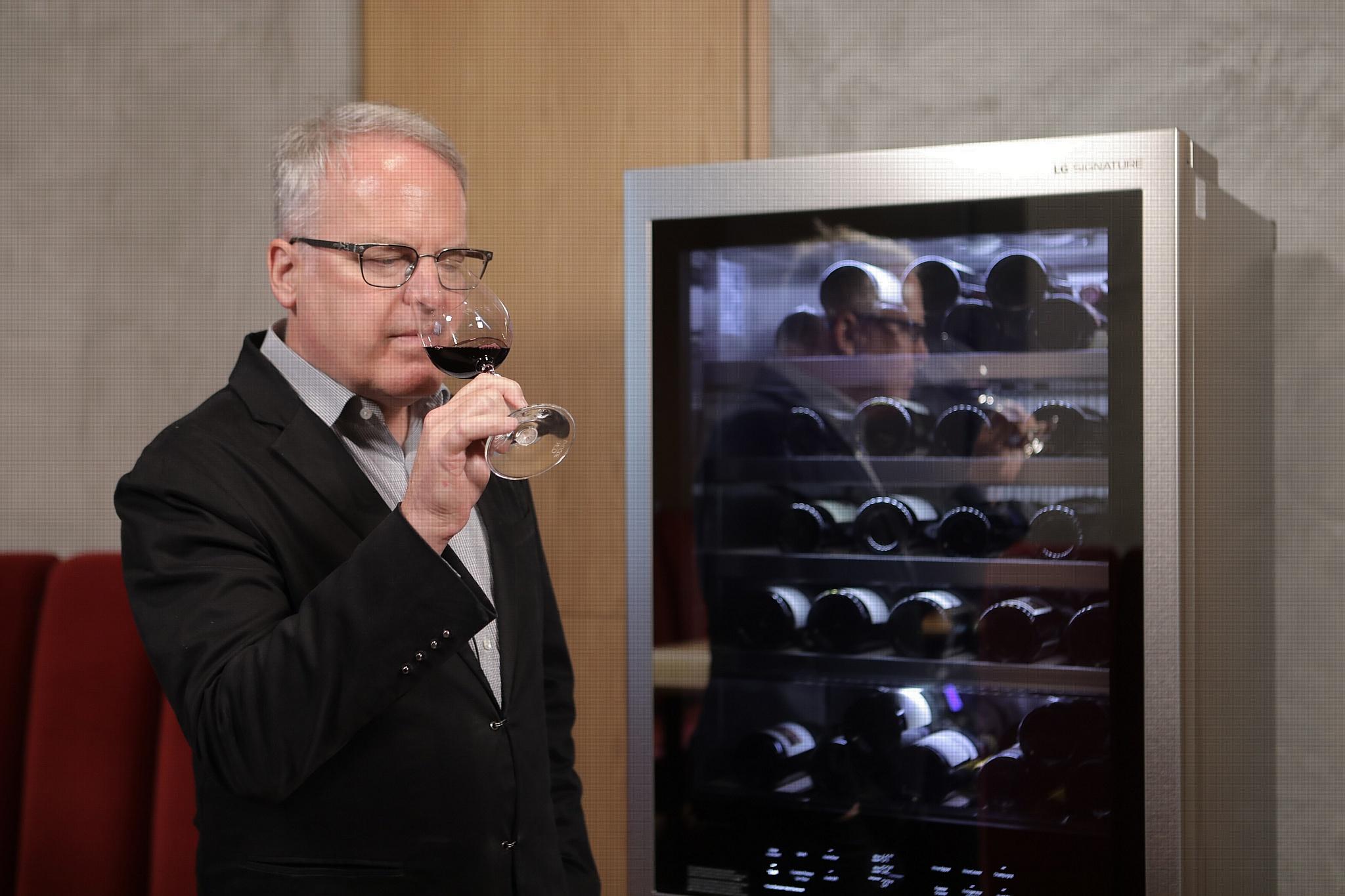 LG Signature и винный критик Джеймс Саклинг о наслаждении вином