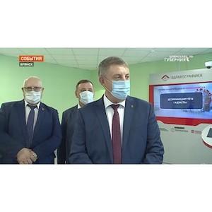 Инсталляцию «Здравографика» представили губернатору Брянской области