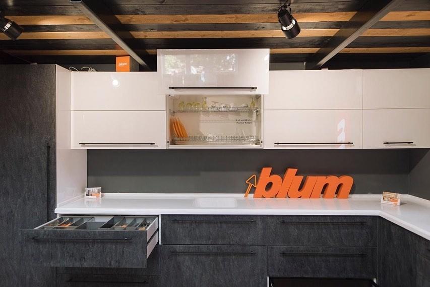 Riko установили выставочный образец в фирменном магазине Blum