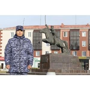 В Туве росгвардеец принял участие в акции «Автограф Победы»