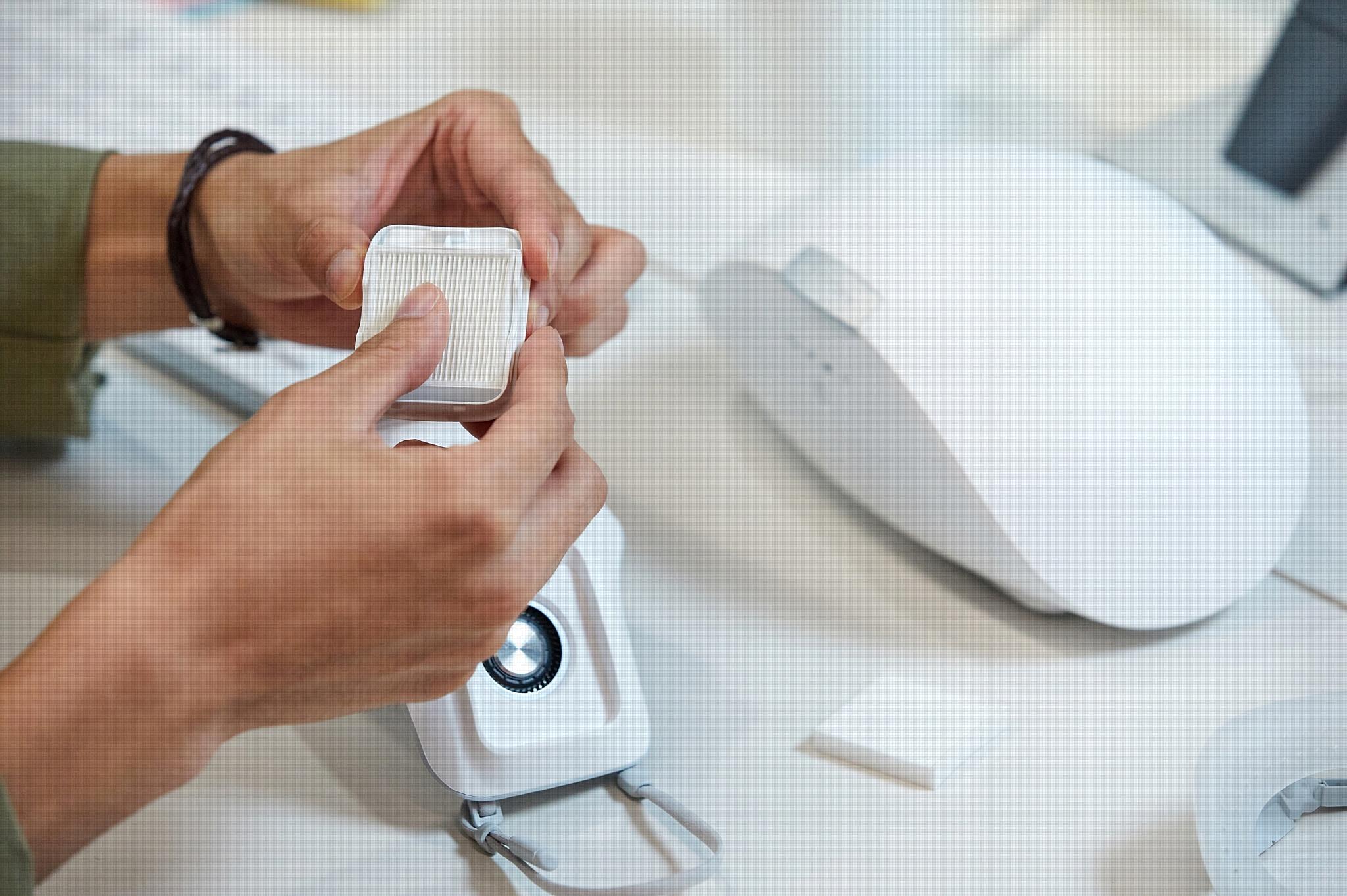 LG начинает глобальные продажи носимого очистителя воздуха LG PuriCare