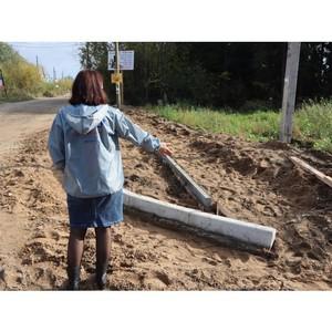 В пгт Краснозатонский для маломобильных граждан обустроили спуски