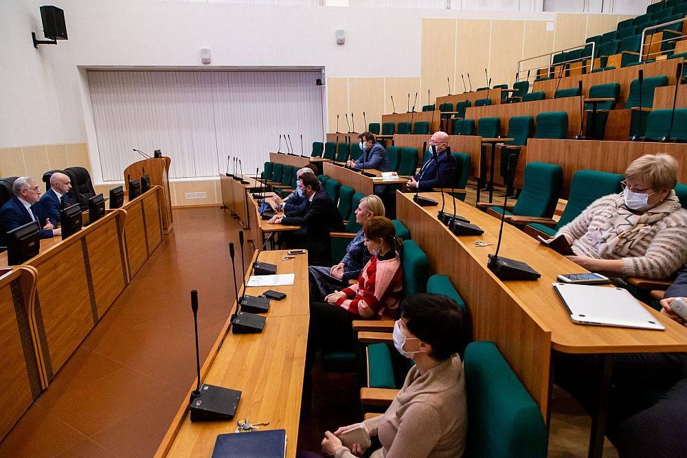 Ректор УрГЭУ Яков Силин ответил на вопросы студентов в прямом эфире