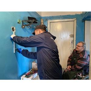 ОНФ в Туве помог одинокому пенсионеру перенести счетчик в квартиру