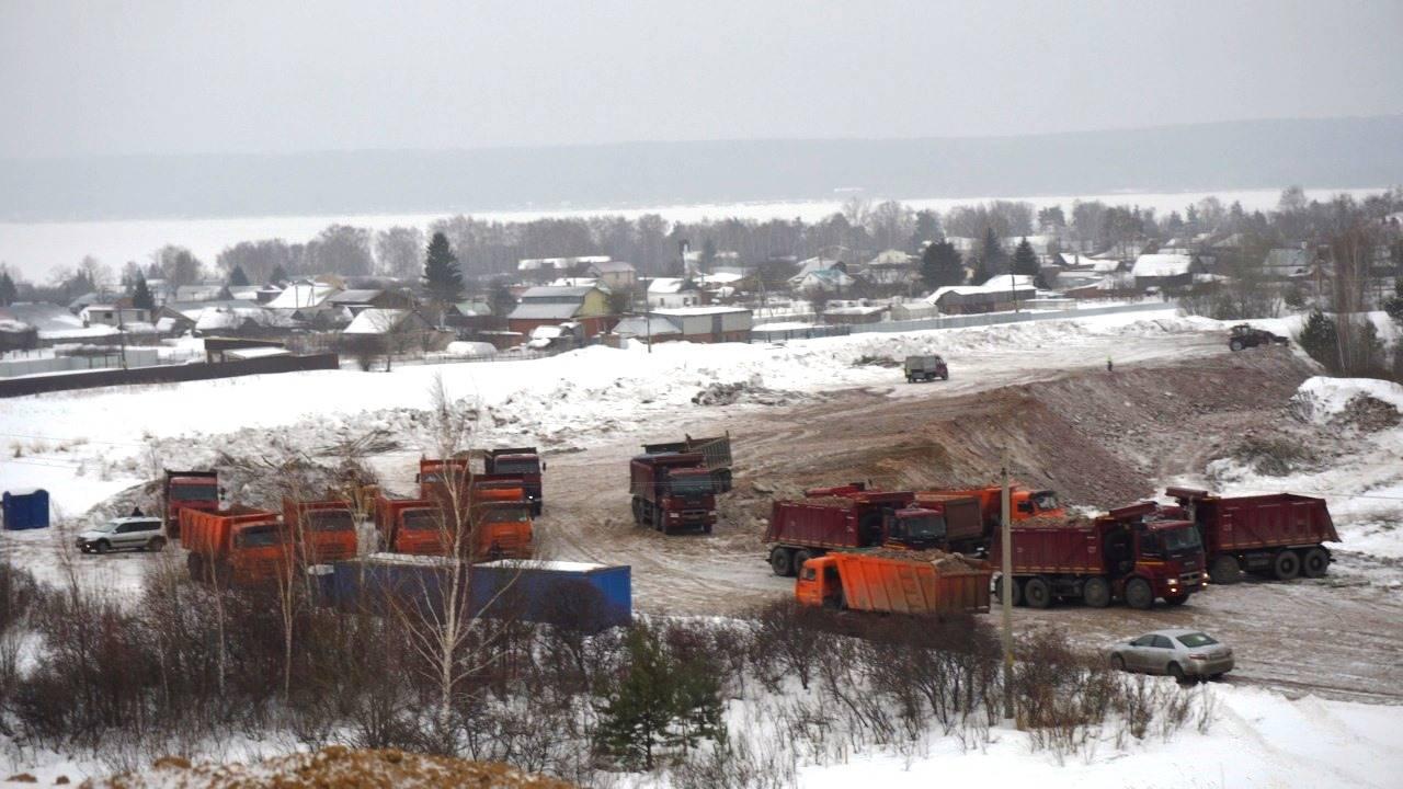 Строители трассы Москва - Казань устроили свалку под окнами у жителей