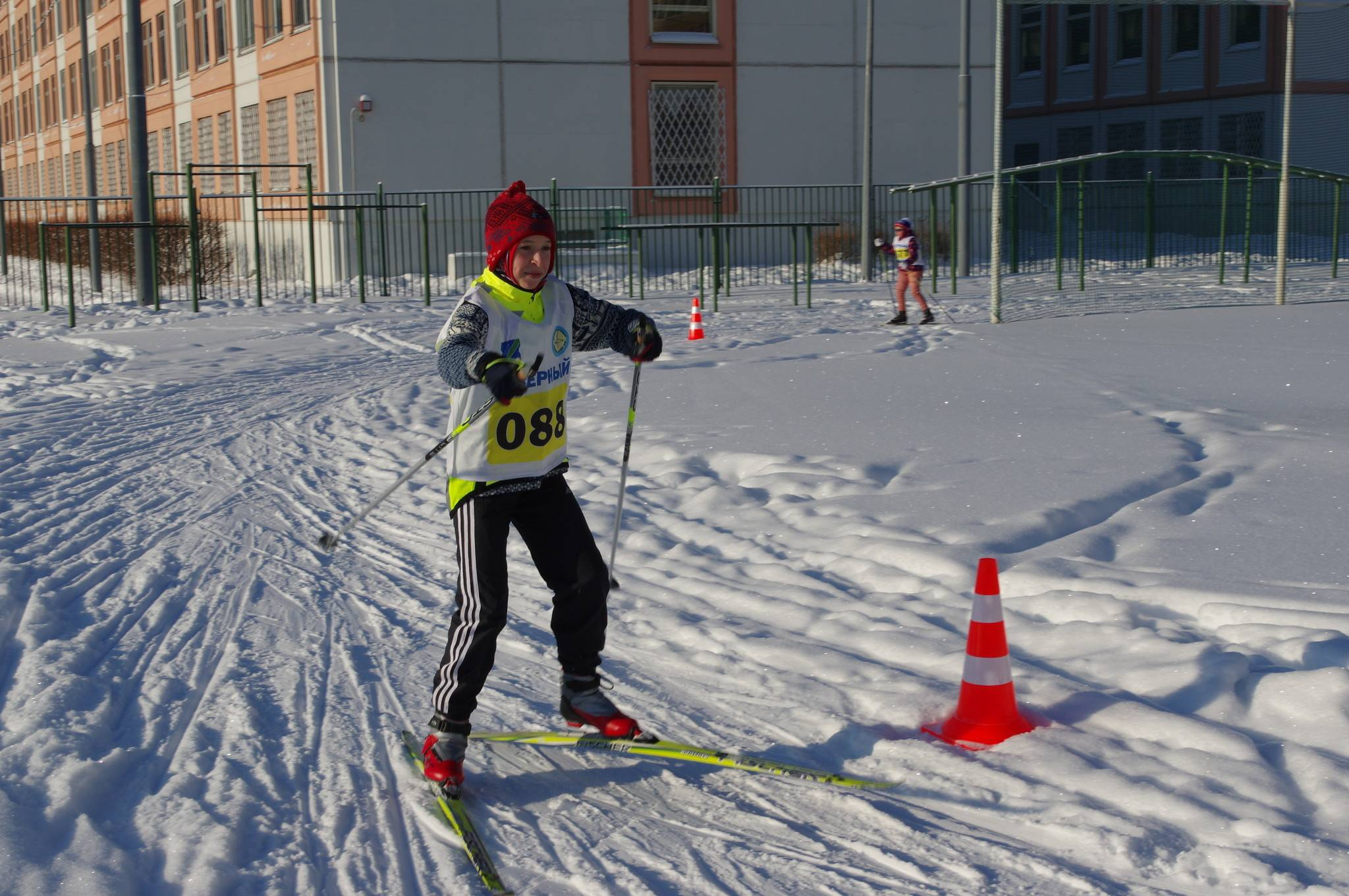 Лыжная подготовка на стадионе Школы № 709 (школьное отделение № 1). 9-я Северная линия, дом 1, корпус 2