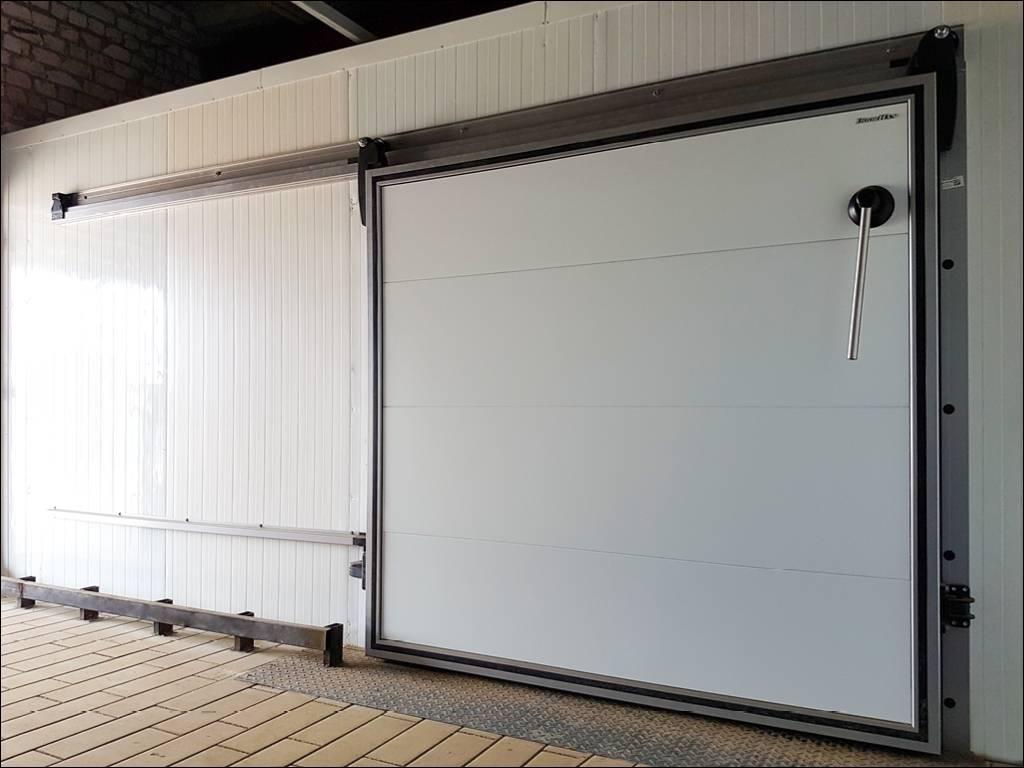 Дверь откатная для охлаждаемых помещений на пищевом складе