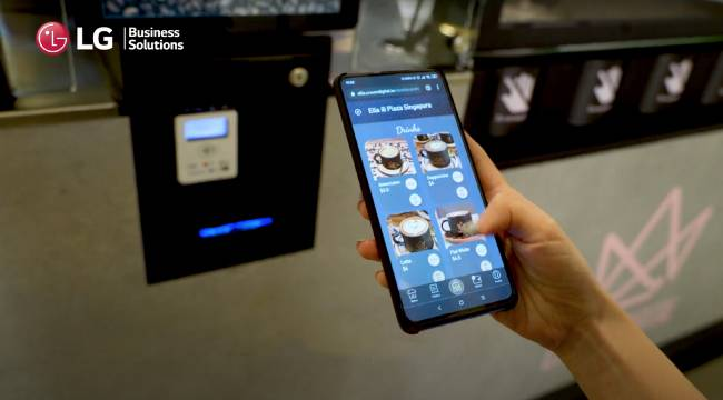 Прозрачный Oled-дисплей LG помогает роботам-баристам