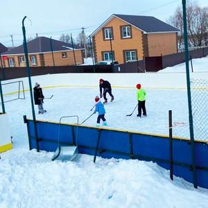 Жители Нагаево собрали 1 млн руб. и построили детскую площадку сами